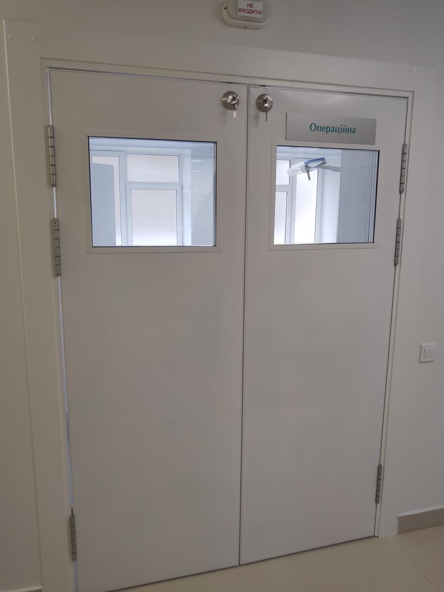 Маятникові двері для лікарень